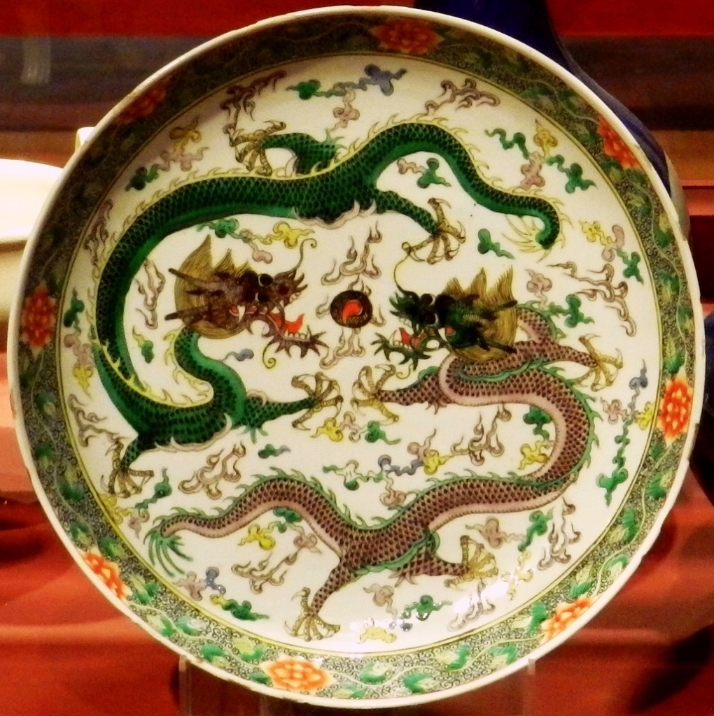 Qing_Dynasty_Dish_with_the_Longs